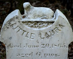 Little Laura (pjpink) Tags: oldburyingground grave graveyard burial historic cemetery smalltown beaufort northcarolina crystalcoast nc carolina may 2018 spring pjpink 2catswithcameras