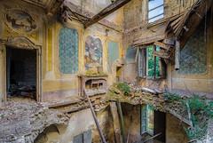 Villa T (Emeuh-Bru) Tags: villat abandonné abandoned lost italia italie nikond7200 urbanexploration urbex explorationurbaine decay