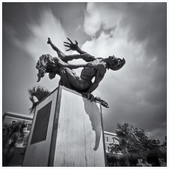 Fotografía Estenopeica (Pinhole Photography) (Black and White Fine Art) Tags: fotografiaestenopeica pinholecamera camaraestenopeica lenslesscamera camarasinlente pinhole estenopo estenopeica estatuas statues sanjuan viejo san juan