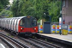 Northern Line arriving (afagen) Tags: london england uk unitedkingdom greatbritain londonunderground underground tube thetube subway transit train finchleycentral finchley