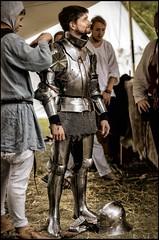 Suiting up (TheOtherPerspective78) Tags: knight medieval reenactment hgm monturpulverdampf 2018 ritter rüstung ritterrüstung mittelalter knappe varlet page armor armour historical history historic geschichte authentic bluotzibluoda gewandung theotherperspective78 canon eosm6 ef5014