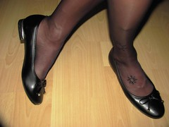 "new ""Andres Machado"" elegant ballet flats and nylons - close up pics (Isabelle.Sandrine2001) Tags: blackandresmachadoballetflatsandjeansminiskirt legs feet shoes pumps ballet flats ballerinas sabrinas nylons stockings shoeplay dangling"
