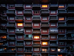 Torino (Marcello Iaconetti Foto) Tags: vsco samsung samsungs8 samsungitalia finestre windows torino turin italy palazzo building geometrie architecture light luce lights luci terrazzi balconi città metropolitana metropoli alveare