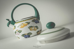 Teapot|Novara|Italy (Giovanni Riccioni) Tags: 2018 5d canon canon580exii canonef50mmf18stm canoneos5d eos flash fullframe giovanni giovanniriccioniphotography italia italy novara piedmont piemonte pixelking speedlight stilllife strobe trigger teiera teapot cover book whitebackground break pausa ceramica ceramic