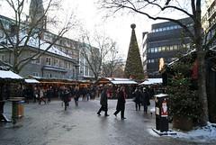 DSC03864 (margaret.metzler) Tags: 2012 hamburg germany deutschland winter weihnachten festive weihnachtsmarkt christmasmarket christmas spitalerstrase snow