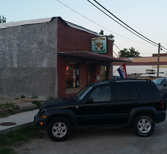 Yogi's Pizza - Conway, Missouri (Adventurer Dustin Holmes) Tags: 2018 yogispizza yogistoo lacledecounty missouri conway conwaymo restaurant dining route66 placestoeat black vehicle automobile 4x4 fourwheeldrive suv jeep jeepliberty exterior building business trailrated nexen roadianht