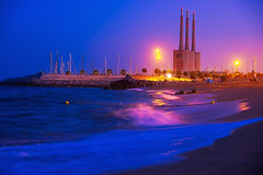 The Three Amigos... de Sant Adrià (Fnikos) Tags: sea water waterfront mar mare beach shore coast seashore sailboat wave rock chimenea chimney landscape light night nightview nightshot outdoor