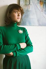 snowflake brooch (lera_abrakadabra) Tags: fashion wear jewelry youngwoman beautifulwoman prettywoman women girlportrait portrait green serious look moderngirl abrakadabrajewelry brooch abrakadabra art abrakadabraphoto modernwoman snowflakebrooch seriouslook greenwear
