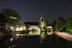Nürnberg bei Nacht (silbel22) Tags: nürnberg brücke turm spiegelung langzeitbelichtung nacht
