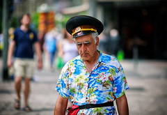 (graveur8x) Tags: man candid street portrait frankfurt germany deutschland streetphotography strase old hat colours soviet soldier dof summer hot warm sun light tired mann human canon canoneos5dmarkiv canonef135mmf2lusm 135mm 5d f2