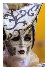 Parade 2018 de Riquewihr (Francis =Photography=) Tags: riquewihr alsace hautrhin carnival carnaval 2018 venetiancarnival grandest costumes suit venise venice canon600d carnavalvenitien fondblanc costume france personnes bordurephoto europa europe yeux eyes 68 costumées carnavalvénitien extérieur costumés rose chapeau hat hut kostüm augen masque mask maske