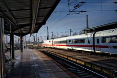 Hauptbahnhof Karlsruhe, Gleis 4 (MHikeBike) Tags: farbig himmel deutschland badenwürttemberg baden karlsruhe hbf bahnhof ice zug schnellzug hauptbahnhof baselberlin abfahrt ankunft bahnsteig gleis
