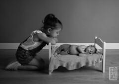 Enzo (Raul Cayuelas Fotografia) Tags: newborn raulcayuelas raulcayuelasfotografia fotografobarcelona fotografíainfantil blackwhite blackdiamond