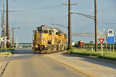 Street running in Rochelle. (Machme92) Tags: unionpacifc up union usa trains tracks trainrace railroad railfanning railroads railfans rails rail row railroading railfan railyard