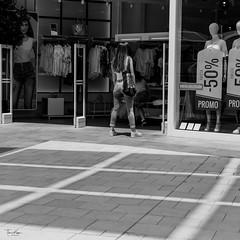? (picture_pleasure) Tags: place people personen photografie spain monochrome menschen urban street black white bw