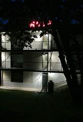 Motel (Robert Saucier) Tags: saguenay chicoutimi motel panoramique motelpanoramique building architecture nuit night nightshot noflash balcon balcony arbre tree noir rouge red black img1644