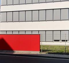 Mainz (frankdorgathen) Tags: minimalistic minimalism iphone iphone8plus rot red architecture architektur gebäude building stadt urban city amwinterhafen mainz