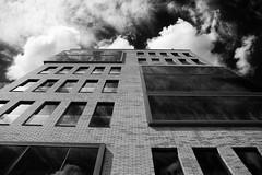 up! (++sepp++) Tags: hamburg stadt deutschland de germany architektur architecture bw blackwhite monochrom einfarbig sw schwarzweis gebäude building