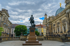 Dresden - Gottfried Semper (Ventura Carmona) Tags: alemania germany deutschland sachsen sajonia dresden dresde gottfriedsemper statue estatua venturacarmona