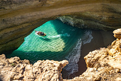 Way out of cave (hloklm) Tags: cave benagil höhle grotte abgrund meer ozean atlantik portugal algarve boot bootstour wellen wasser ocean waves water sea rocks felsen
