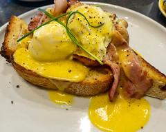 Sunday breakfast. Eggs Benedict. (garydlum) Tags: bacon eggsbenedict poachedeggs eggs belconnen australiancapitalterritory australia au