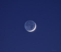 The old Moon in the new Moon's arms (Robyn Hooz) Tags: luna moon lucecinerea cielo blue blu falce waning waxing sera crescent crescente astronomy leonardo davinci ash cenere simple padova