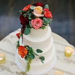 Drooling over this dreamy #weddingcake 🍰 || Photographer: @freireweddingphoto | #rentmywedding thumbnail