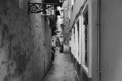 Macau street (Kelvin MM) Tags: street macau filmphotography filmisnotdead negativefilm kodak hc110 epsonv800 ilforddelta400 leicam3summaron35mmf28goggle leicam3 leica