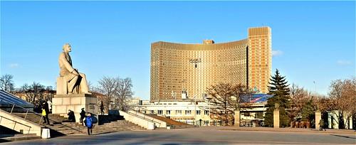 Hotel Cosmos y Monumento a los Conquistadores del Espacio - Moscú - Rusia