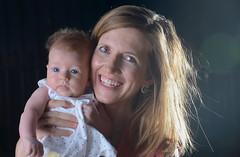 Mi hija Rosa y mi nieta Abril (eustoquio.molina) Tags: portrait feminine bebé baby mujer woman madre hija nieta rosa abril