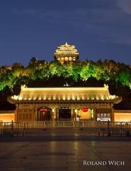 Beijing (Rolandito.) Tags: china chine asia beijing peking pekin blue hour dusk hill sunset night abend evening jingshan park pagoda