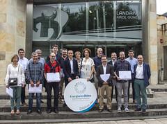 Foto de familia de los/as representantes municipales reconocidos por EVE.