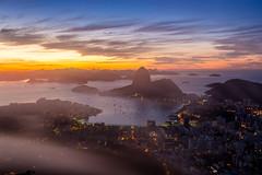 Névoa no amanhecer do Rio de Janeiro (mariohowat) Tags: amanhecer alvorada nascerdosol sunrise mirantesdoriodejaneiro mirantedonamarta névoadamanhã névoa brasil brazil canon6d natureza riodejaneiro sugarloaf pãodeaçucar morrodopãodeaçucar
