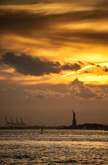 New York • Liberty on fire (Cyrielle Beaubois) Tags: 2017 canoneos5dmarkii cyriellebeaubois newyork newyorkcity ny usa america unitedstatesofamerica city sunset statue statuedelaliberté statueofliberty water skyonfire clouds canonef70200mmf40lusm libertyisland