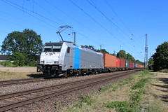 KRE 186 438 te Empel-Rees 30 juni 2018 (Remco van den Bosch 72) Tags: kre kombiraileurope traxx bombardier 186438 freighttrain goederentrein güterzug goederenwagon cargo containertrein cargotrain containers eisenbahn electrischelocomotief eloc elok railway rails railroad railwaystation trein train transport treinspotten trainspotting track station spoor spoorwegen duitsland bahn bahnhof locomotief locomotive germany
