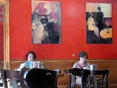 Segovia (Giangaleazzo) Tags: caffè interno ladies nikon donne signore rosso spagna spain segovia bar chair giornale newspaper