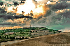 Toscana, Trouble in the Sky (gerard eder) Tags: world travel reise viajes europa europe italy italia italien tuscany toscana toskana pienza paisajes panorama landscape landschaft nubes clouds wolken hills hügel natur nature naturaleza outdoor