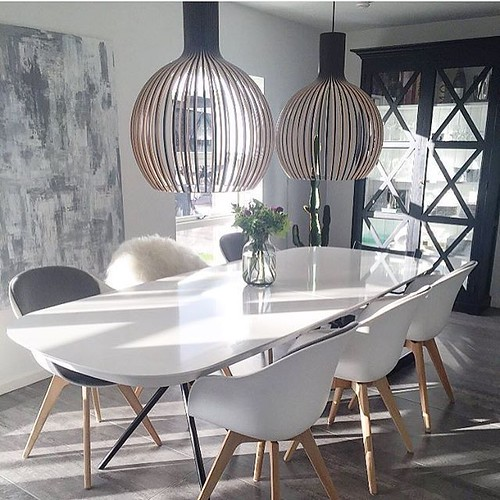 A beautiful scandi styled dining room set up. 😍😍😍 what's your opinions?…