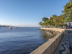 Rio de Janeiro, Brasil (Leonardo Martins) Tags: urca mar sea calçada walkway sidewalk mosaico mosaic riodejaneiro brasil brazil bresil mureta muro wall muretadaurca botafogo mirante pasmado bw pb rio river baía bay