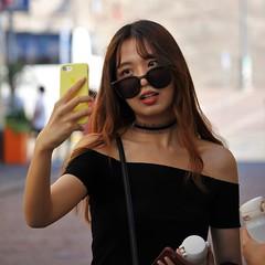 IMG_0012 (www.ilkkajukarainen.fi) Tags: suomi finland finlande helsinki visit travel traveling happy life selfie omakuva mobilephone kännykkä matkapuhelin portrait potretti sunglass aurinko lasit kesä summer 2018 kaippatori salutorget marketsquare tori girl woman modeling cool