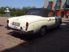 Mercedes-Benz 220 S Cabriolet (Skitmeister) Tags: carspot nederland skitmeister car auto pkw voiture