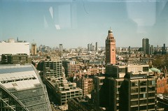 Victoria (szmenazsófi) Tags: london smena smenasymbol analog analogue film 35mm england spring architecture buildings city cityscape window