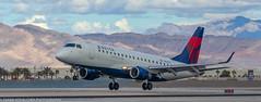 Delta Embraer landing at KLAS (Alaskan Dude) Tags: travel las klas mccarren mccarreninternationalairport planespotting airplanes airliners airliner aviation planewatching
