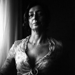 Laura - At home - June 2018 (cava961) Tags: portrait analogue analogico monocromo monochrome bianconero bw 6x6 rolleiflex