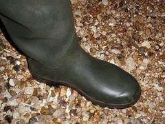 Feet nicely protected (essex_mud_explorer) Tags: boots bottes gummistiefel rubberlaarzen waders rubber thigh gates madeinbritain madeinscotland hunter uniroyal streamfisher watstiefel cuissardes