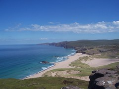 View from the Top, Sandwwod Bay, North West Sutherland, July 2018 (allanmaciver) Tags: sandwood bay beach cape wrath north west sutherland coast coastline edge height rocks sand sea shore water shades shadows clouds weather warm sunny day dunes allanmaciver
