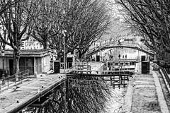Atmosphère (tetedelart1855) Tags: paris saintmartin canal ecluse pont noir blanc arbre hiver reflet eau arletty atmosphère quai
