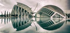 ... Panoramic ... (Lanpernas .) Tags: hemisferic valencia calatrava arquitectura architecture futuro architectureandcities ciudaddelasartesylasciencias metropolis sigloxxi simetría reflejos
