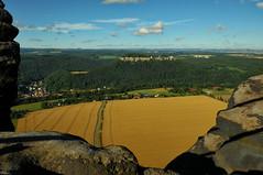 Blick auf Festung Koenigstein (lebastian) Tags: panasonic dmcgx8 olympus m1240mm f28 festung königstein elbsandsteingebirge saxony sachsen saechsische schweiz feld mountain berg