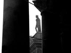 Napoli scorcio piazza del Plebiscito (Antonio Piccialli) Tags: 2018 luglio naples napoli canoneos60d campania canon canonixus155 explore explored fluidr fluidrexplored flickr flickrclickx vicolidinapoli piazzadelplebiscito centrostorico centro bn blackandwhite bianconero bwartaward blackwhite bw citta
